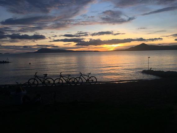 SansaTravel_lake_sunset.jpg