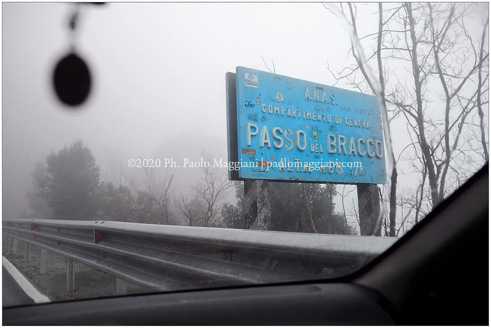 Charles-Dickens-Genova-La-Spezia-Attraversando-il-bel-Passo-del-Bracco-c-imbattemmo-in-un-temporale-di-foschia-e-pioggia-tanto-che-ci-sembrava-di-viaggiare-dentro-una-nuvola-durante_foto ©Paolo Maggiani