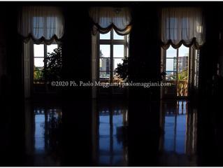 1845-2020_Villa delle Peschiere, il salone e le tre grandi finestre