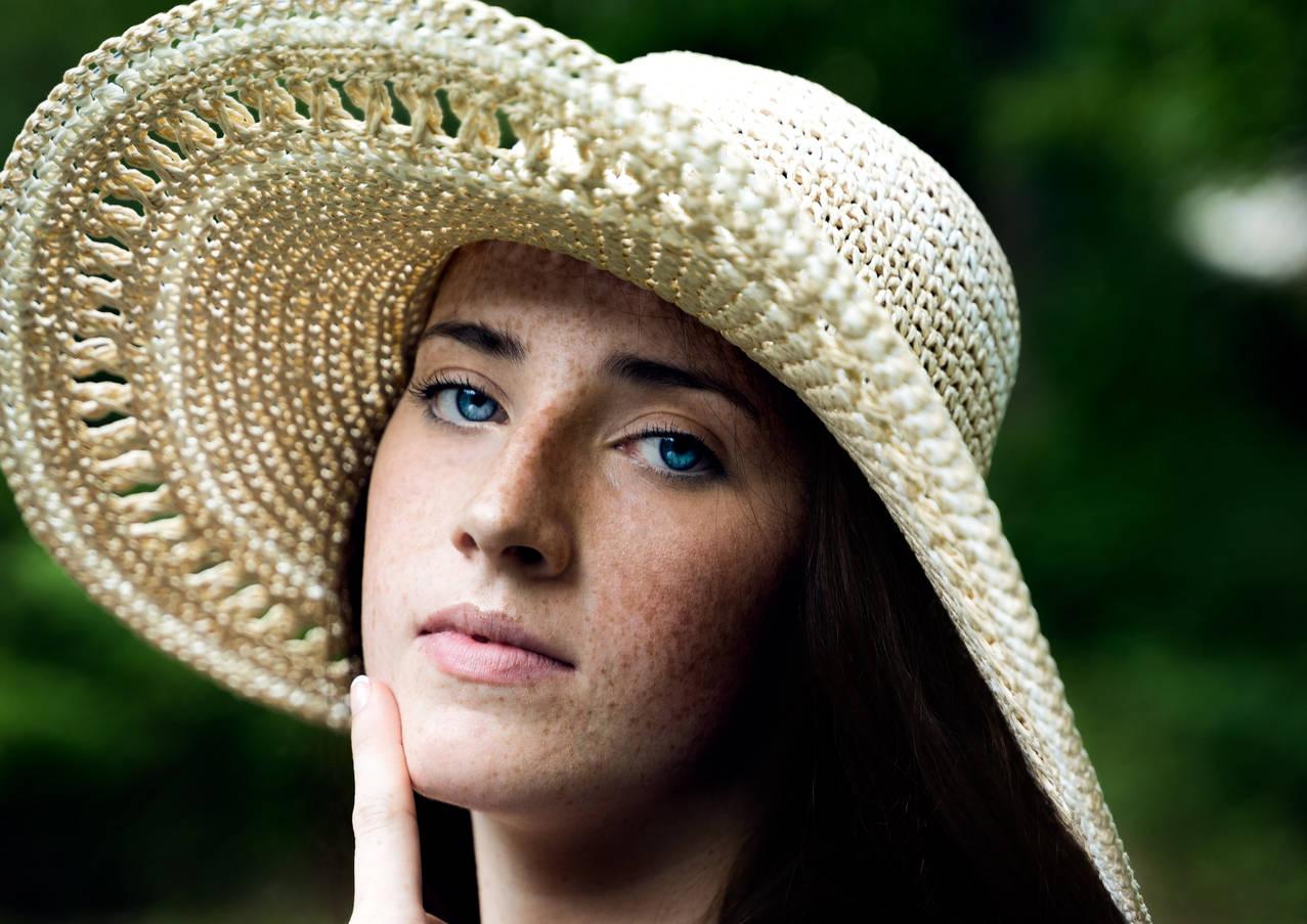Woman posing in a green field