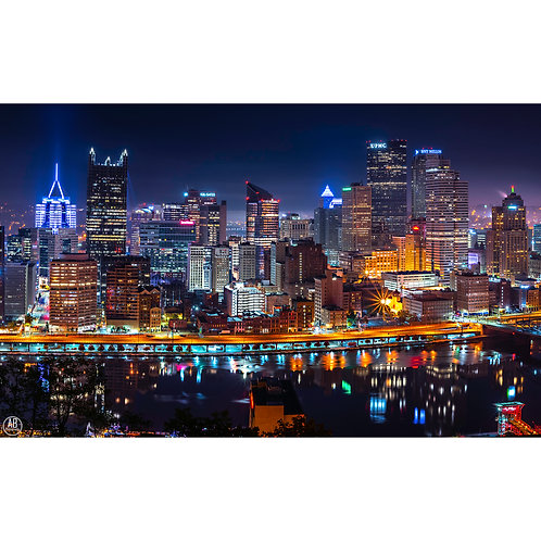 Photo of the Pittsburgh Skyline after the Pittsburgh synagogue shooting with the city lite up in all blue to remember.