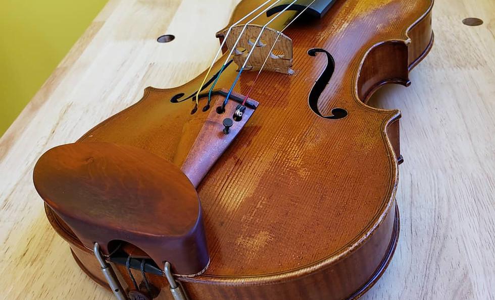 Pernambuco tailpiece & tailgut adjust on a David Wiebe violin