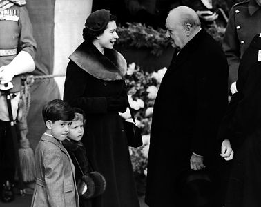 Churchill_queen_Elizabeth_1953.jpg