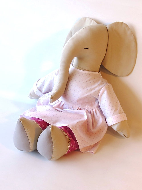 בובת פילה מבד עם שמלה בסגלגל ולבבות קטנים בורוד