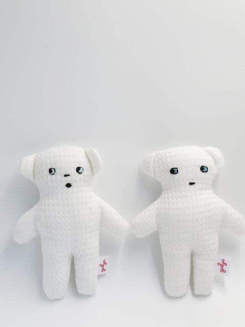 יצורים קטנים מבד פיקה לבן
