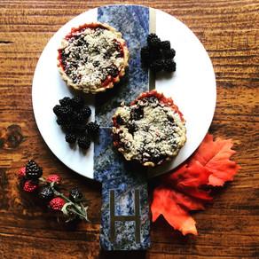blackberry crumble pies