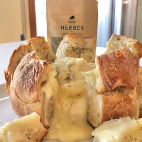 Receita: pão com queijo amanteigado e tempero Herbes