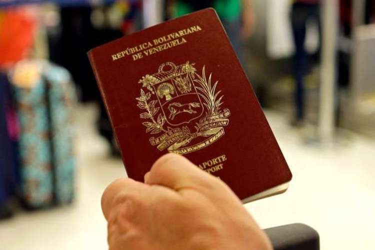 Fuente de la fotografía: https://cactus24.com.ve/wp-content/uploads/2018/08/Pasaporte-Venezolano.jpg