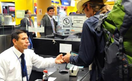 Hasta 24 cuotas para extranjeros en multas impuestas por Migraciones