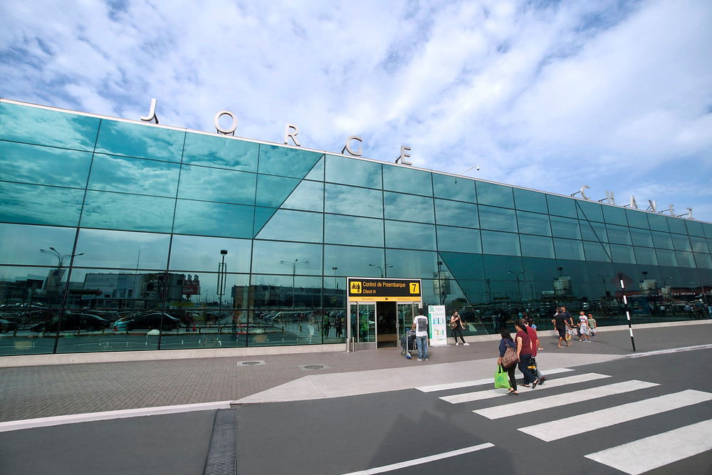 Fuente de la fotografía: http://aerolatinnews.com/wp-content/uploads/2017/04/Fachada2017-jorge-chavez-peru-lima-aeropuerto.jpg