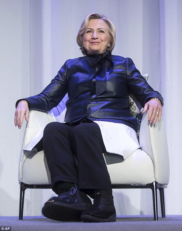 Hillary Fussfessel McCain