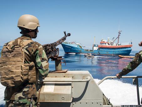 Spektakulär: Libische Küstenwache vertreibt NGO's