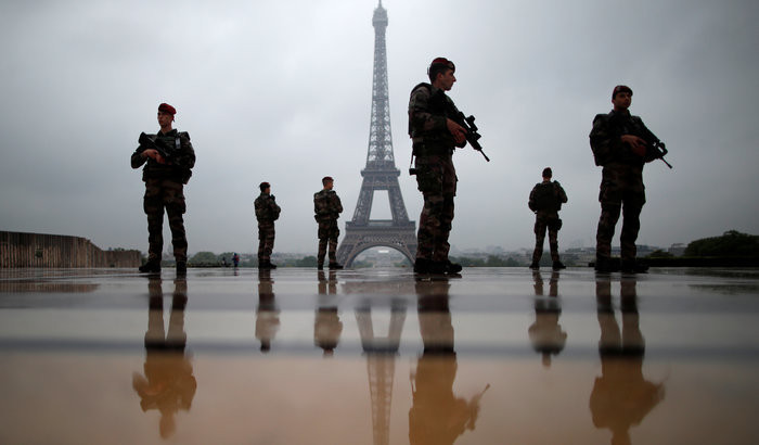 Paris Macron legitim.ch
