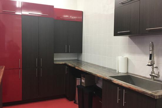 reddogstable kennel kitchen.jpg