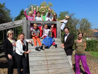 Stadt investiert in die Kinder: Bewegliche Möbel, ein Klassenzimmer mehr