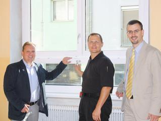 Gemeinde investiert in neue energieeffiziente Fenster