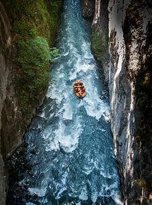 rafting-4353428_1920.jpg