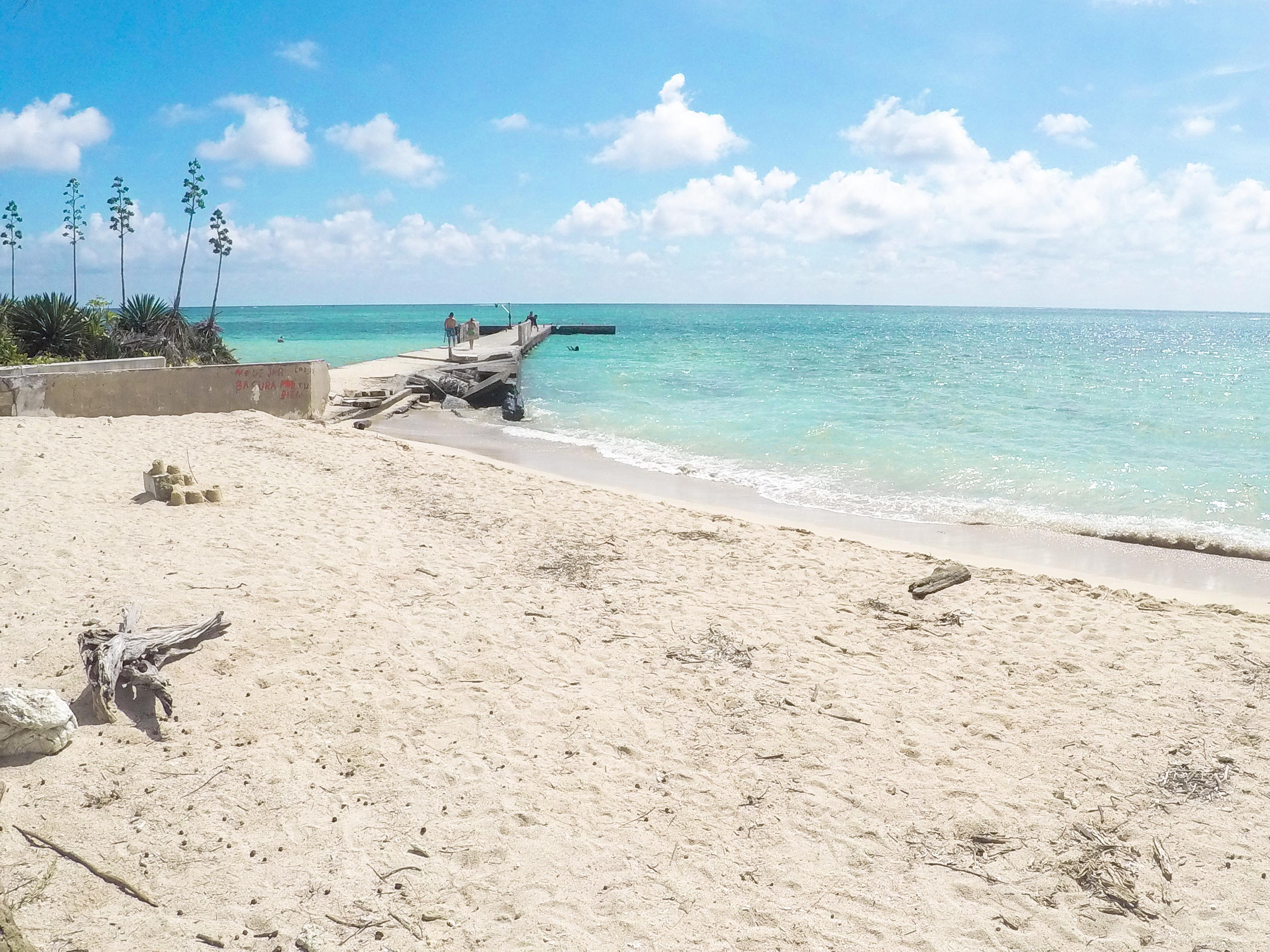 vista de la playa de isla de enmedio
