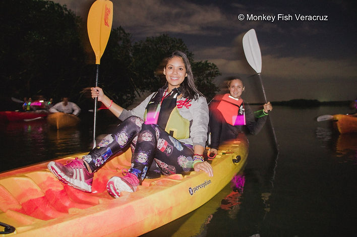 Kayak-doble-luna-llena-chicas-guapas
