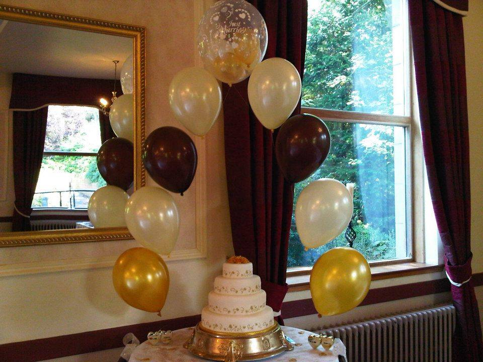 9 Balloon Cake Arch in Gold