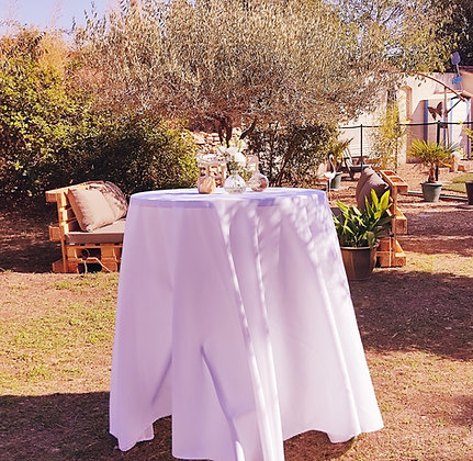 Mange-debout, table haute, nappé blanc