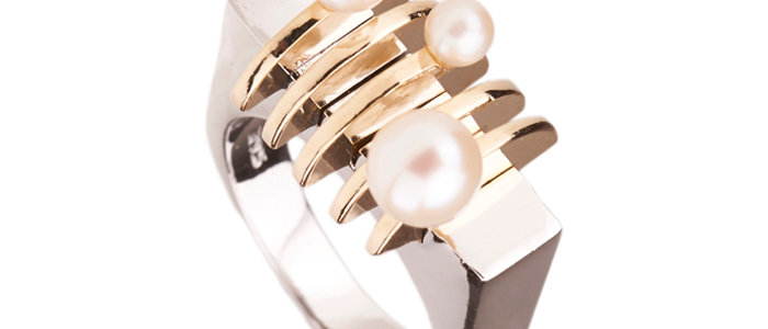 Two - Tone Arc Pearl Ring