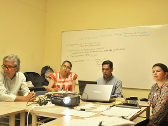 Imparten conferencia sobre industria y creatividad