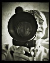 image petit garçon avec une caméra
