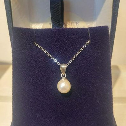 Pearl Sterling Silver pendant with chain