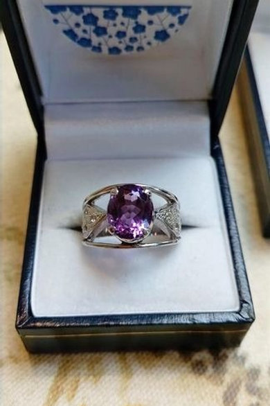Amethyst 10 x 8 mm Oval Set ring in Sterling Silver