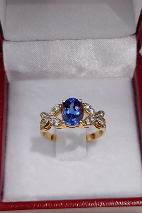 Tanzanite and Diamond 14k Yellow Gold ring