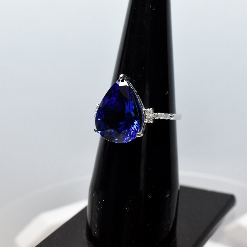 10 Carat Pear Cut Tanzanite 14k White Gold ring