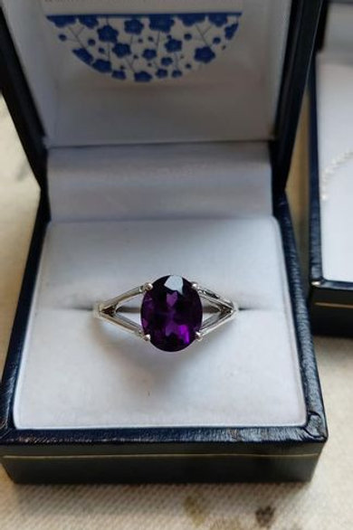 Amethyst Deep Purple Oval Solitaire in Sterling Silver