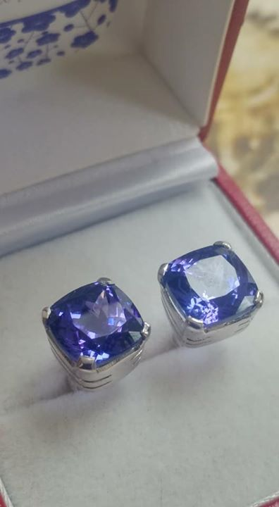 9 mm cushion cut Tanzanite Gold Earrings
