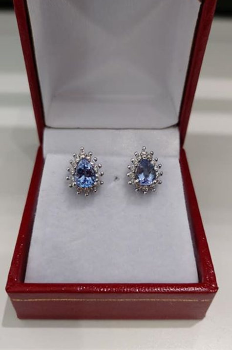Tanzanite White Gold earring set with natural Cambodian Zircons