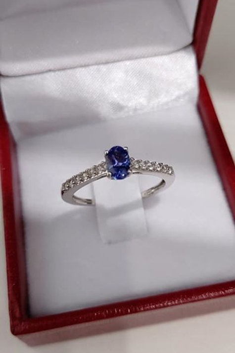6 x 4 mm Oval Cut Tanzanite and White Zircon 9k White Gold Ring