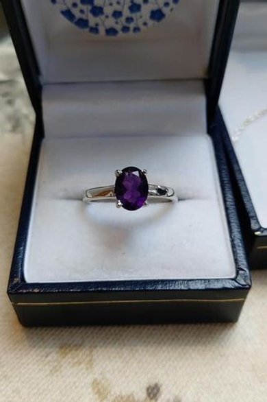 Amethyst 8 x 6 mm Oval cut Solitaire in Sterling Silver