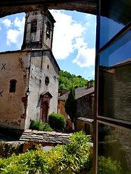 Roque Rouge vue sur l'église de La Cazotte.jpg