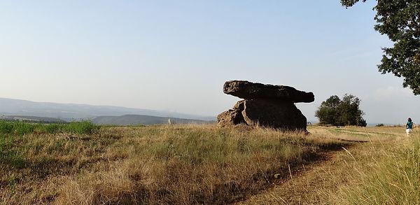 dolmen de tiergues.jpg