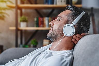 man-listening_800.jpg