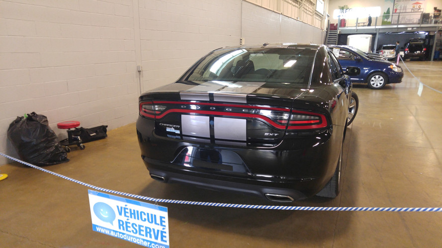 silver stripe on charger