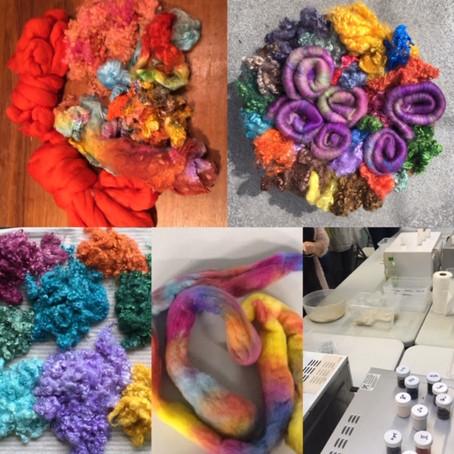 Gemakkelijk en snel wol kleuren in de microgolfoven