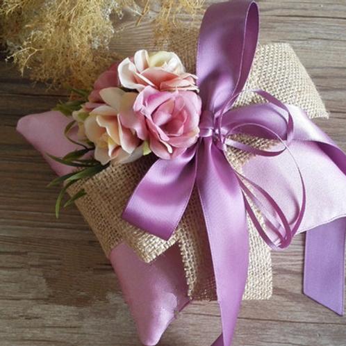 Ringkussen paars satijn met prachtige bloemen