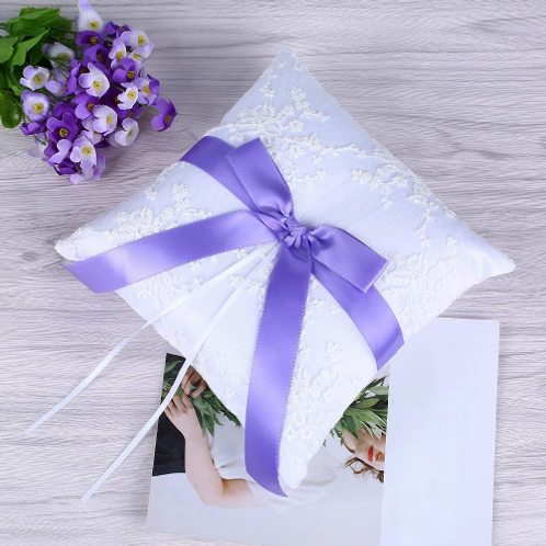 Ringkussen wit met paarse strik
