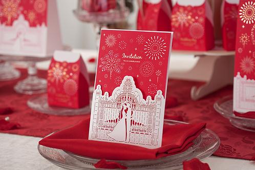 Trouwkaart bruidspaar bij de witte poort inclusief sierlijke vuurwerk