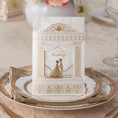 Trouwkaart met bruidspaar bij de huwelijkspoort met sierlijke print