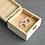 Thumbnail: Ringdoos vierkant hout met bloemen gepersonaliseerd