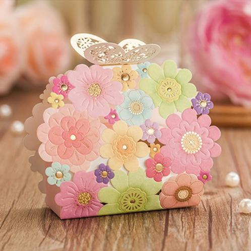 Trouwbedankjes fleurige bloemen met vlinder