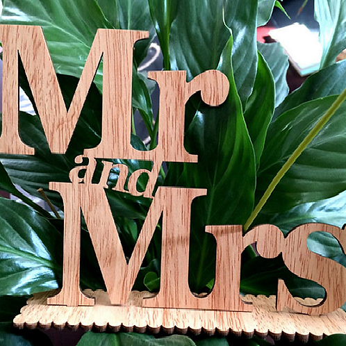 Mr and Mrs letters opgestapeld