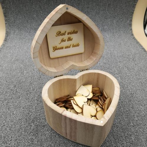 Gastenboek hout in hartvorm inclusief 100 houten hartjes